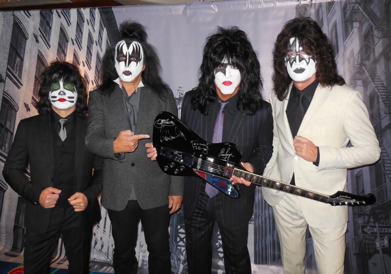 Kiss bringen eine signierte Gitarre unter den Hammer
