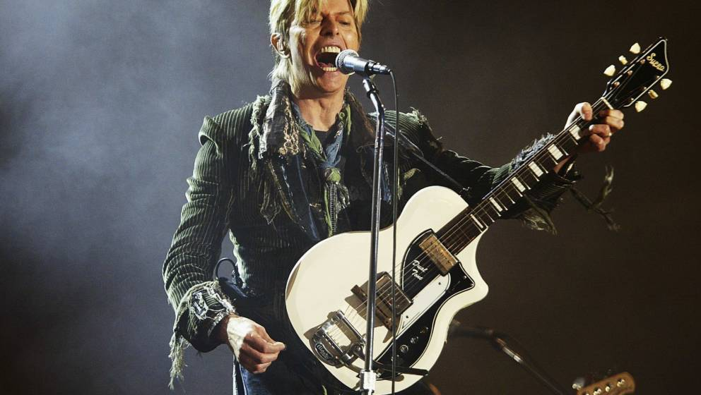 NEWPORT, ENGLAND - JUNE 13:  David Bowie performs on stage on the third and final day of 'The Nokia Isle of Wight Festival 20