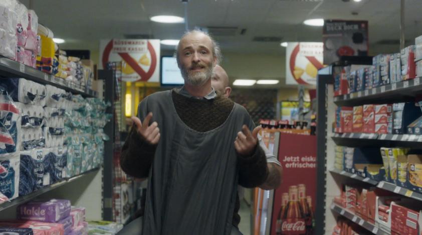 """Fran Healy besucht im Video zu """"3 Miles High"""" einen Kaiser's-Markt in Berlin"""