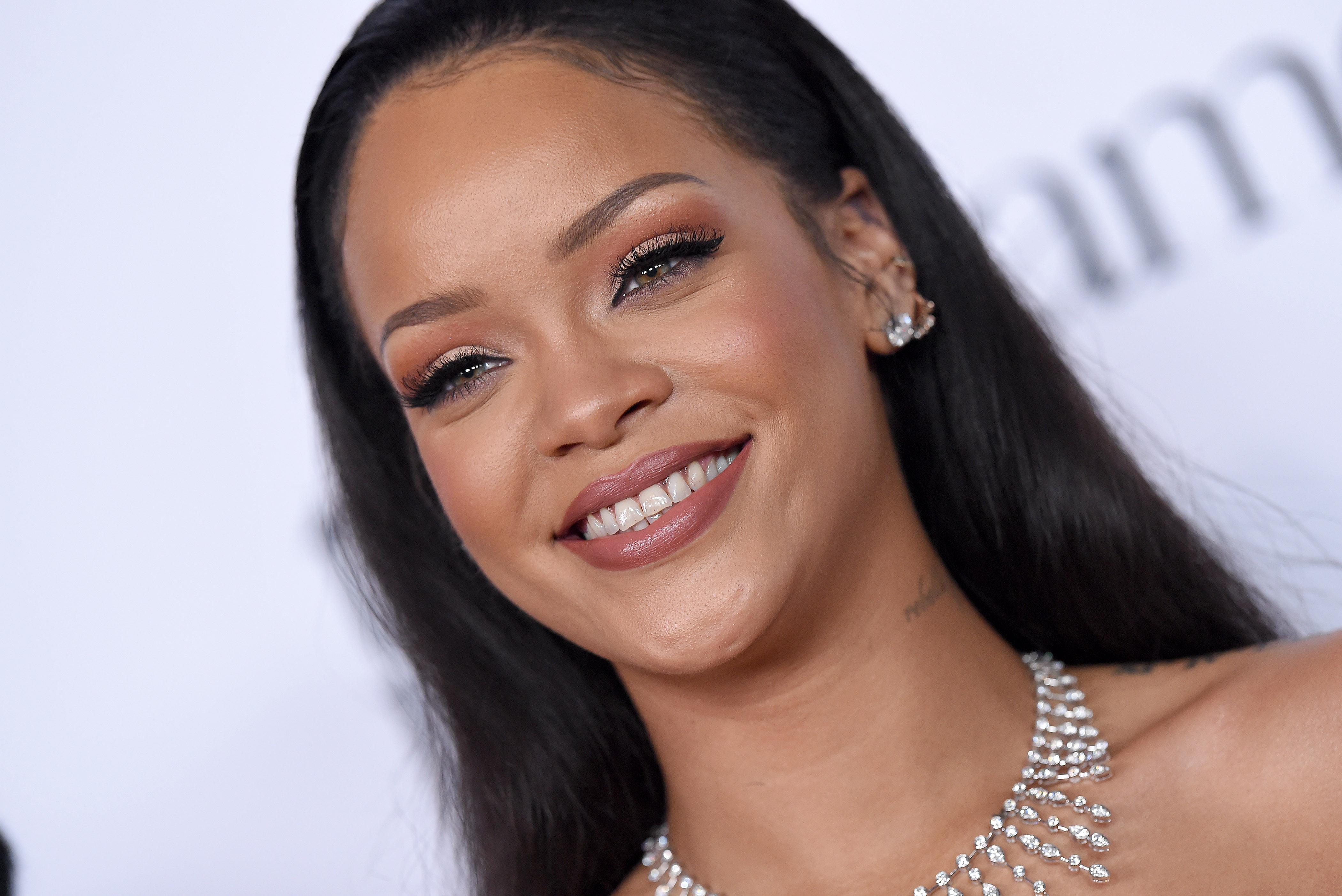 SANTA MONICA, CA - DECEMBER 10:  Recording artist Rihanna arrives at Rihanna and The Clara Lionel Foundation Host 2nd Annual