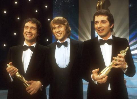 """Roland Kaiser (Mitte) mit Oliver Onions in der Sendung """"Die schönsten Melodien der Welt"""", 1983"""