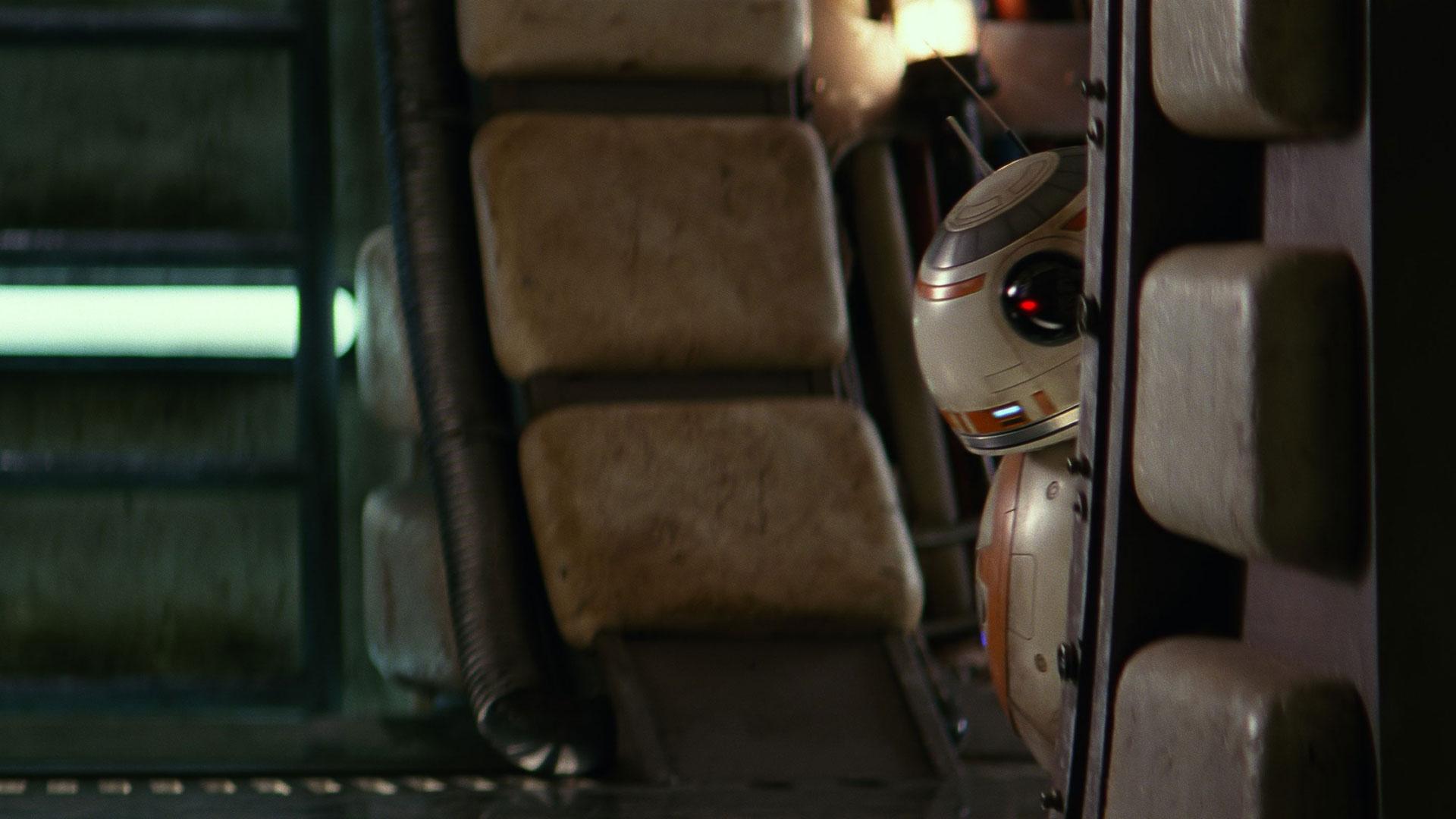 """Selbst BB-8 hat noch nicht alle versteckten Easter-Eggs in """"Das Erwachen der Macht"""" gefunden"""