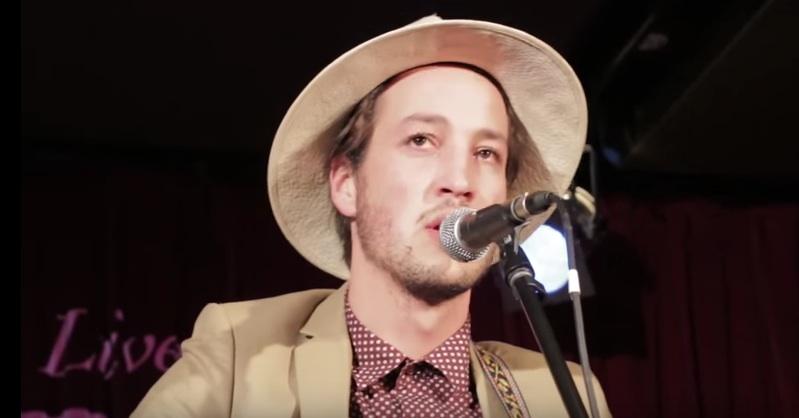 Marlon Williams bei einem Live-Auftritt 2015 in Australien