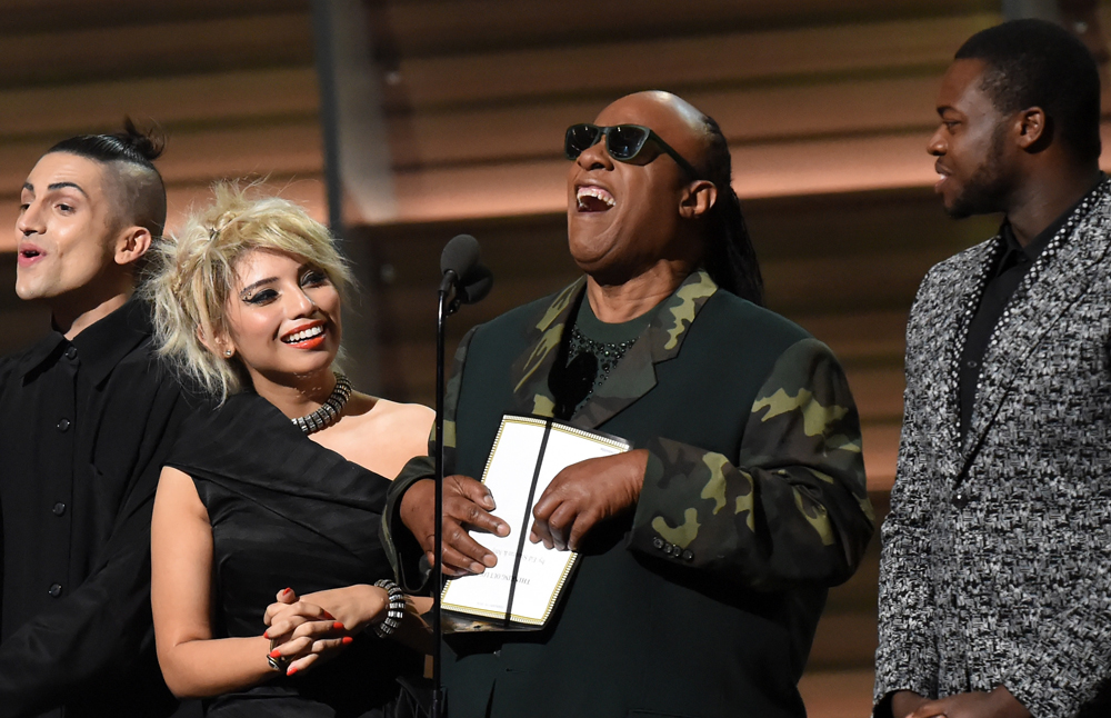 Stevie Wonder und Pentatonix gedachten dem verstorbenen Earth Wind and Fire-Gründer Maurice White mit 'That's the Way of the