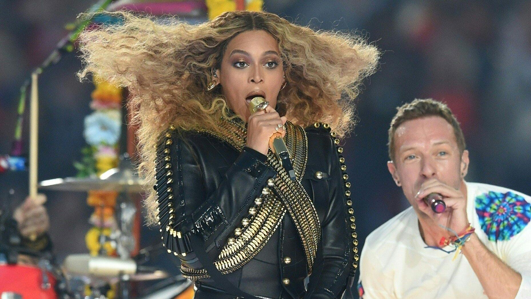 Beyoncé und Chris Martin live beim Super Bowl 50