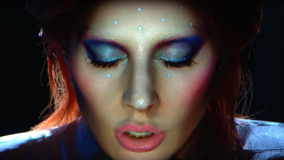 Lady Gaga trat bei der diesjährigen Grammy-Verleihung mit einem David Bowie-Medley auf.