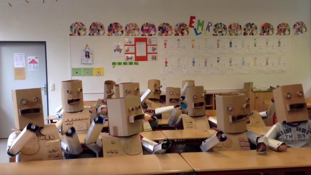 """So sieht es aus, wenn Kinder """"Die Roboter"""" von Kraftwerk neu aufführen"""