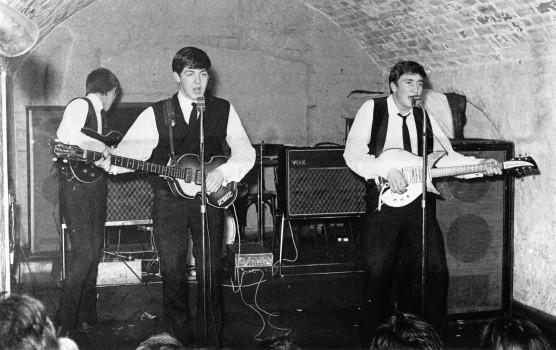The Beatles bei ihrem Auftritt im Cavern Club im August 1962