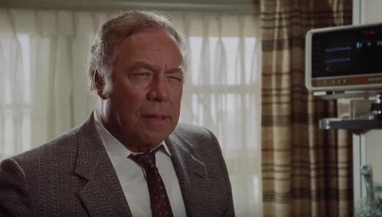 """George Kennedy als Captain Ed Hocken in """"Die nackte Kanone"""""""