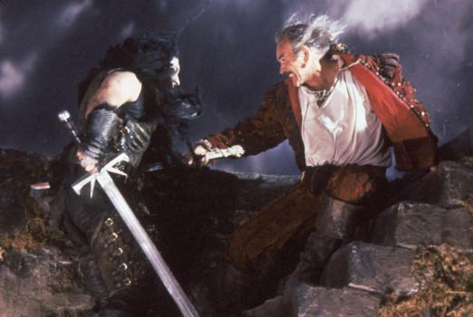 Kurgan (li., Clancy Brown) im Kampf gegen Ramirez (Sean Connery)
