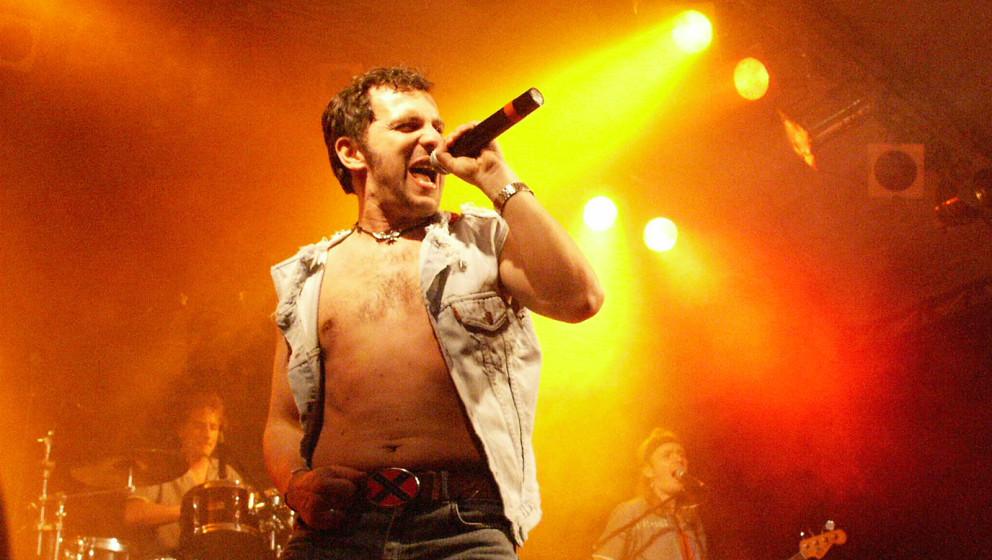 Deutsche AC/DC-Fans schlagen Dario Djurinovac, den Sänger der Tribute-Band Hole Full Of Love, vor