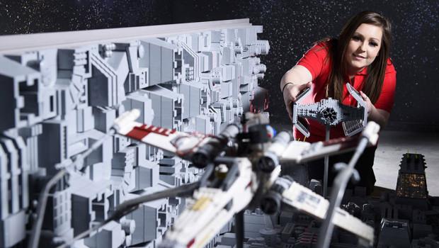 Verfolgungsjagd zwischen X-Wing und TIE-Interceptor