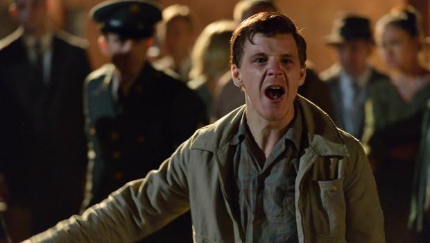 Lee Harvey Oswald (Daniel Webber)