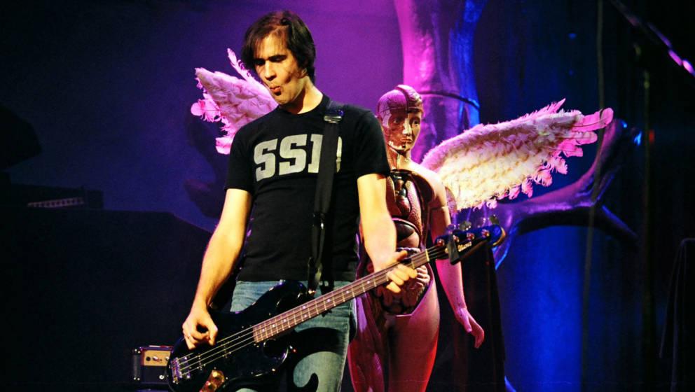 Krist Novoselic während eines Auftritts von Nirvana im Jahr 1993