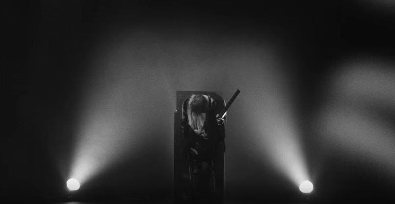 """Szene aus dem Video zu """"Air Burial"""""""
