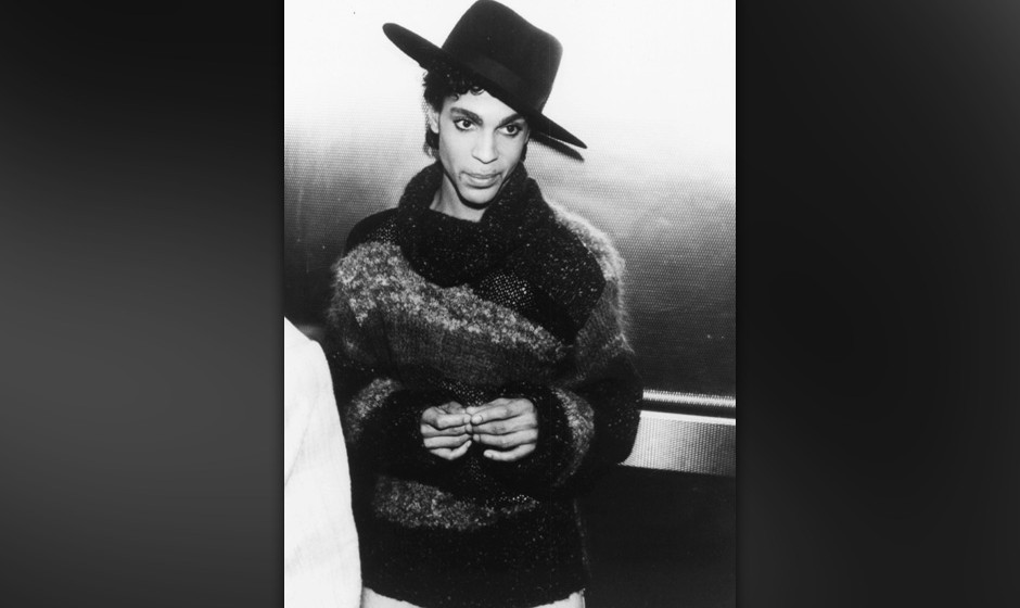 Musician Prince arriving at the BBC Radio 1 studios, London, April 1st 1987. (Photo by Dave Hogan/Getty Images) *** Local Cap