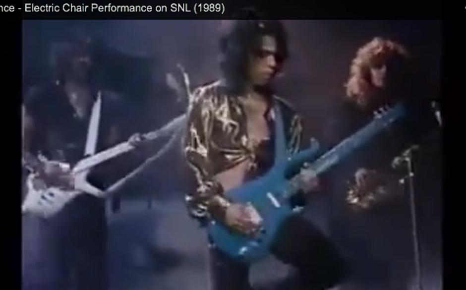 37. 'Electric Chair' (Batman, 1989).   Prince stellt seine Kritiker, die ihm überbordende Sexualität vorwerfen, vor die Wah