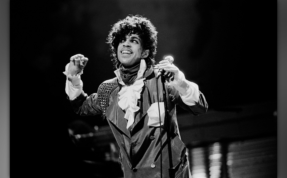 CHICAGO, IL  - DECEMBER 9:  Singer Prince performs at the Auditorium Theater on December 9, 1982 in Chicago, Illinois.  (Phot