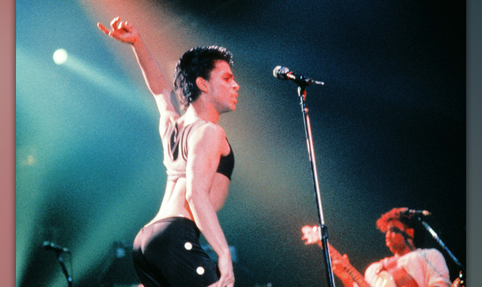 This photo taken on August 25, 1986 shows musician Prince performing on stage during his concert at the Zenith venue in Paris