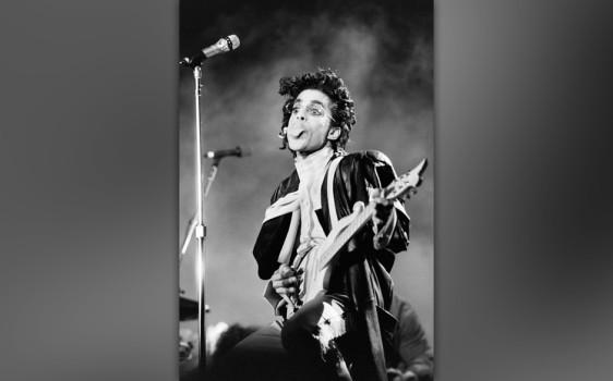 """47. """"It """" (Sign 'O' The Times, 1987). Komponiert im selben Jahr, als Stephen King sein gleichnamiges Horror-Meisterwerk """"It"""" veröffentlichte, ging es bei Prince mit """"I Want To Do It All The Time"""" natürlich um etwas Anderes. Der Rhythmus wurde der Live-Version von """"When Doves Cry"""" aus der """"Parade""""-Tour entnommen. Der eigentliche Knaller ist der Gong zu Prince' geflüstertem """"Come On"""", das den Gang in den Hades ankündigt."""