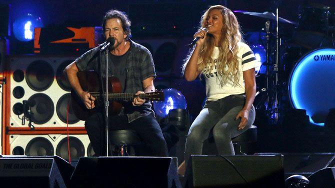 Eddie Vedder und Beyoncé auf dem Citizen Festival 2015