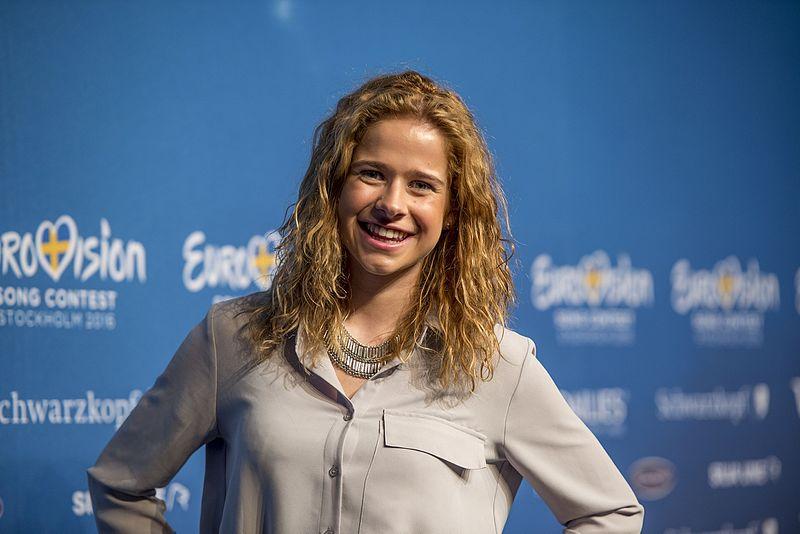 2. Belgien: Laura Teosoro, 'What's The Pressure'.   Kesser, föngelockter Wildfang mit fettem Bläser-Funk. Unwahrscheinlich,