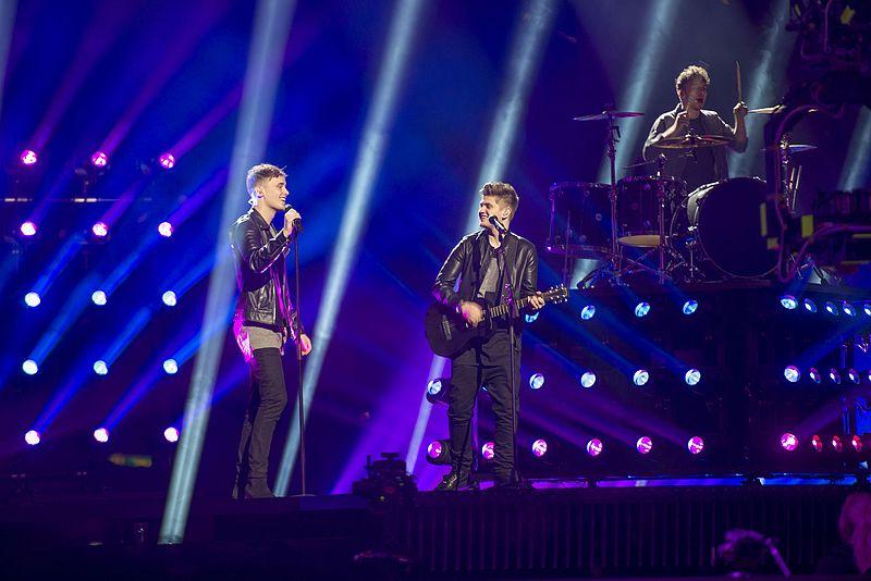 23. Großbritannien: Joe And Jake, 'You're Not Alone'.   Die Gilbert und George der Pop-Schnulze. Eine Nummer Sicher zum Gott