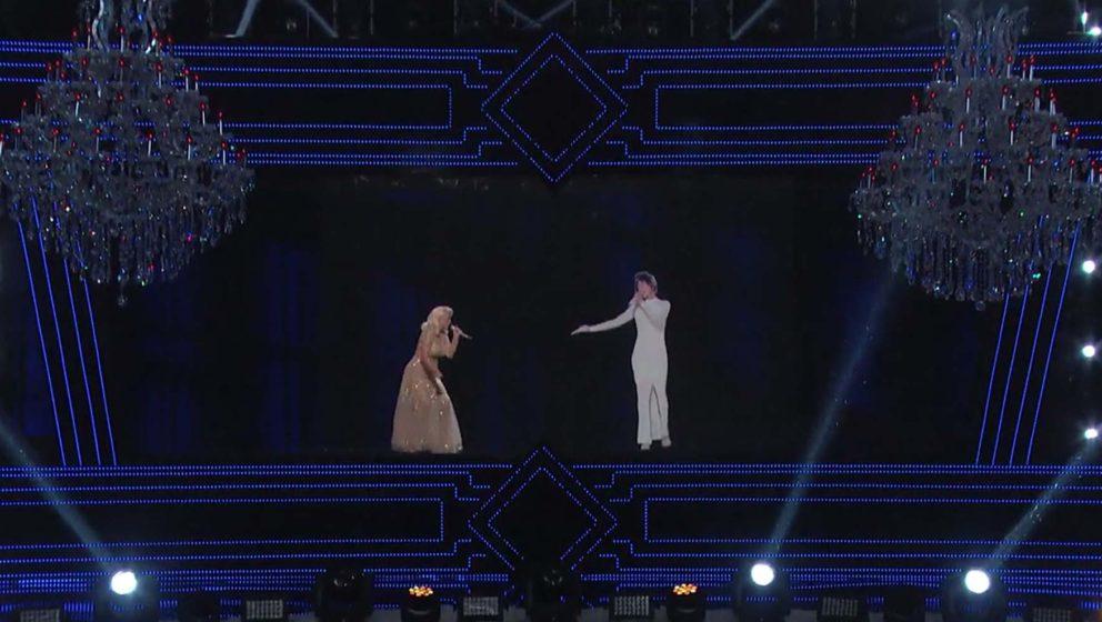 Christina Aguilera im Duett mit einem Hologramm von Whitney Houston