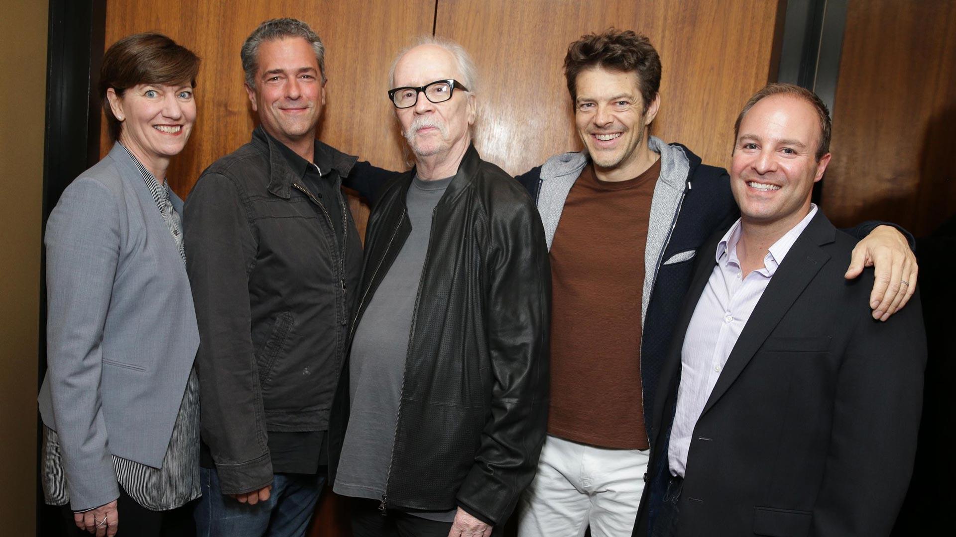 John Carpenter und seine neue Crew: Zanne Devine (Miramax), Malek Akkad, John Carpenter, Jason Blum, David Thwaites (Miramax)
