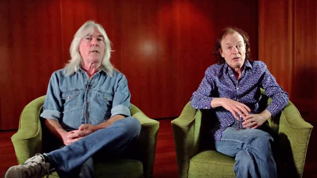 Angus Young und Cliff Williams im Gespräch