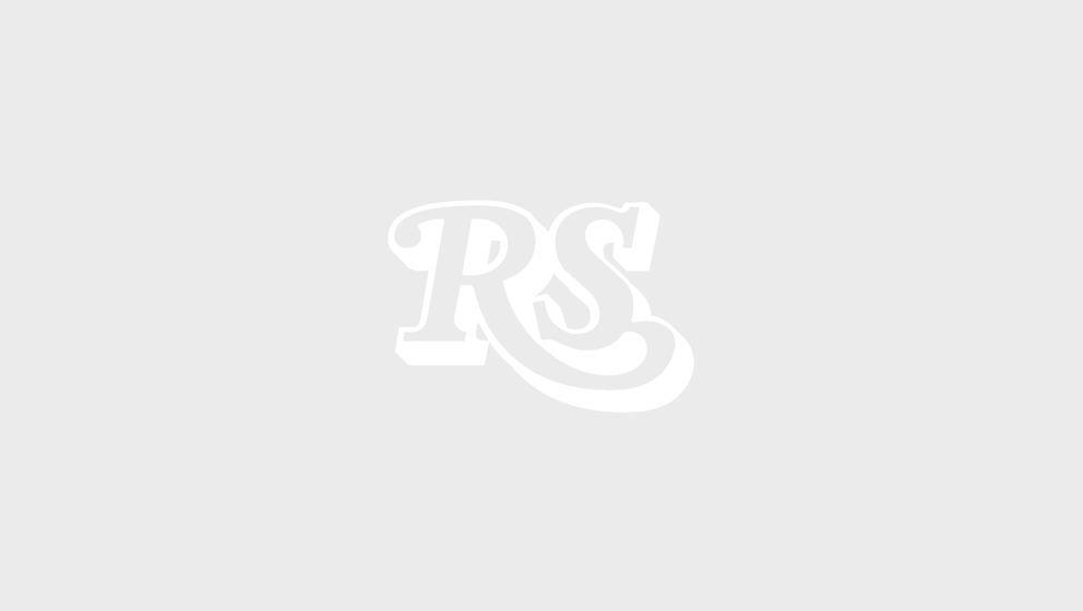 ‹bergangss‰nger Axl Rose und AC/DC-Leadgitarrist Angus Young spielen am 01.06.2016 beim Konzert von AC/DC mit dem neuen A