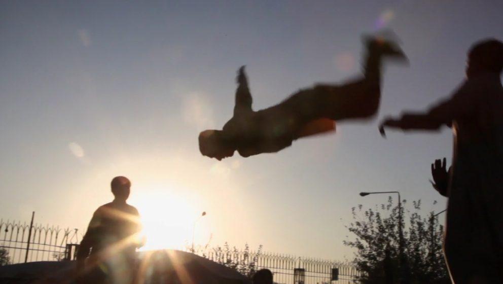 "Szene aus dem Clip zu ""The Orange Monkey"""