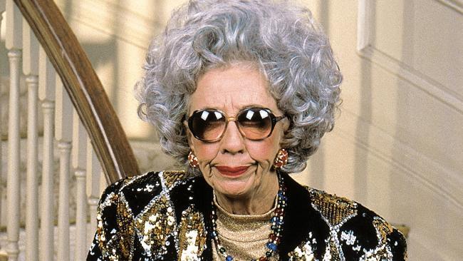 """Ann Morgan Guilbert in ihrer Rolle als Großmama Yetta in """"Die Nanny"""""""