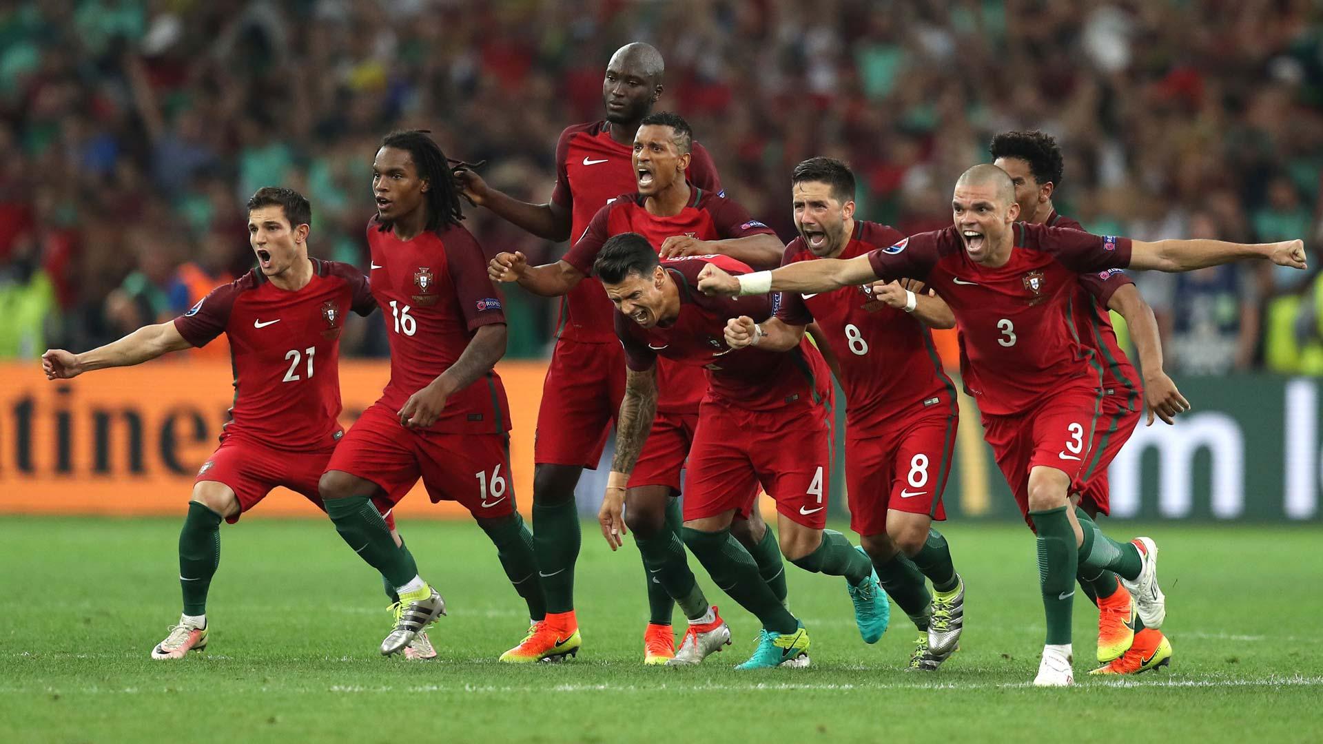 EM 2016: Das portugiesische Team feiert.