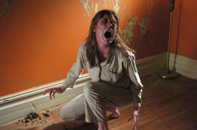 Emily Rose (Jennifer Carpenter) ist wie besessen von einer dunklen Macht.