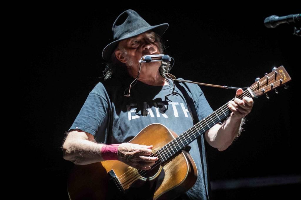 So radikal nimmt Neil Young die Politik Trumps auseinander
