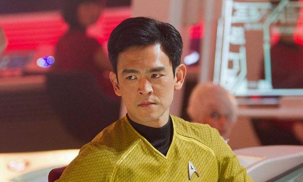 John Cho als Mr. Sulu