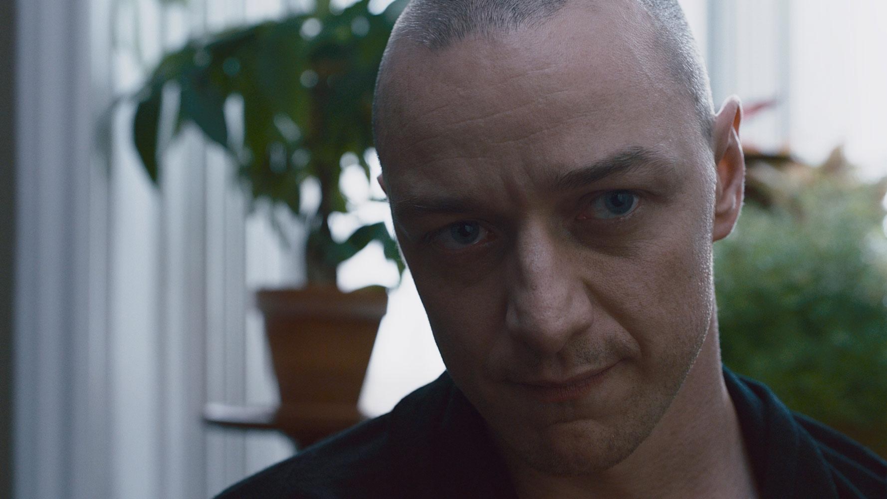 """James McAvoy als Psychopath Kevin im Thriller """"Split""""."""