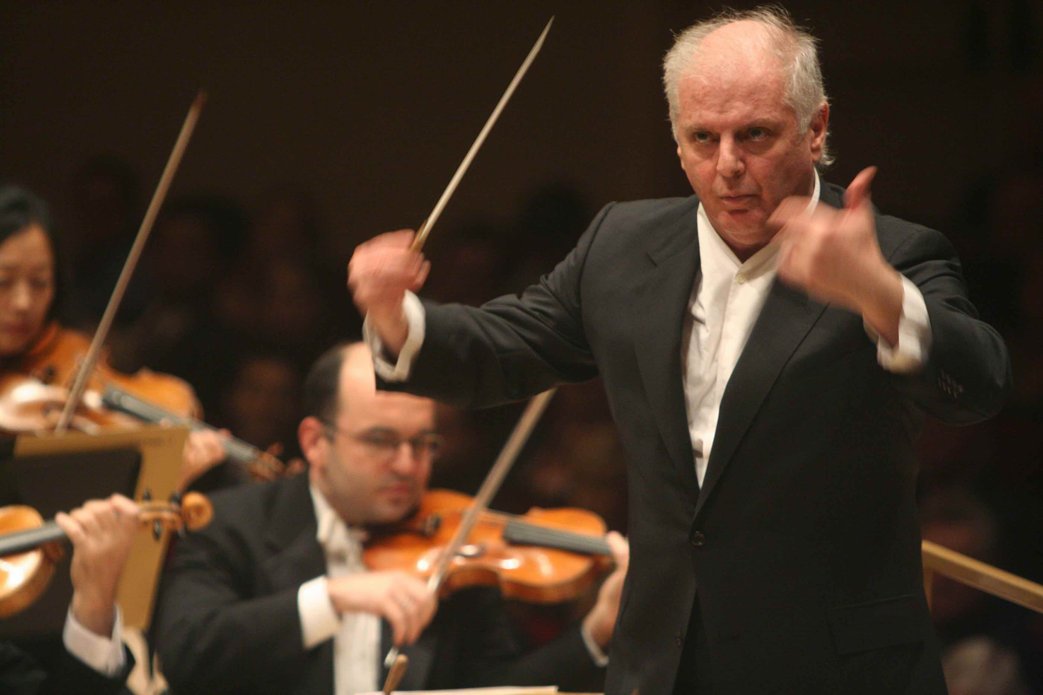 Daniel Barenboim leading the Chicago Symphony Orchestra at Carnegie Hall on Friday night, November 4, 2005.This image:Daniel