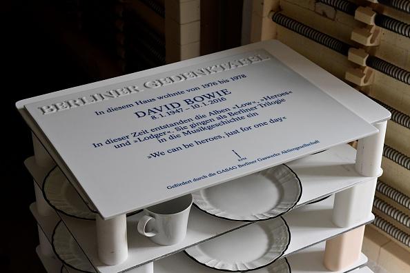 Die Königliche Porzellan Manufaktur in Berlin stellte die Platte her