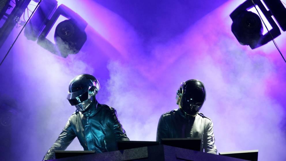 """Ein YouTube-User mit kryptischen Namen, hat ein Video mit dem Titel """"Alive 2017"""" und einem Zahlencode als Beschreibung hochgeladen. Nun werden Gerüchte um eine mögliche Daft-Punk-Tour 2017 laut."""