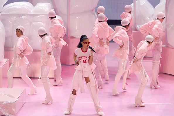 Auch Rihanna sieht eher pink