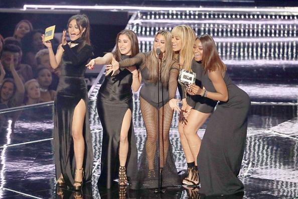 Beyoncé im Kreise ihrer zahlreichen Gratulantinnen und Kollegen
