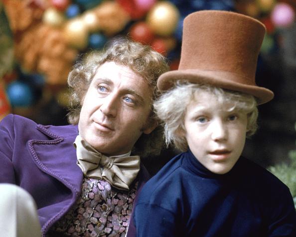 """Gene Wilder in seiner Paraderolle als Willy Wonka (hier mit Peter Ostrum als Charlie Bucket) am Set von """"Charlie und die Schokoladenfabrik"""""""