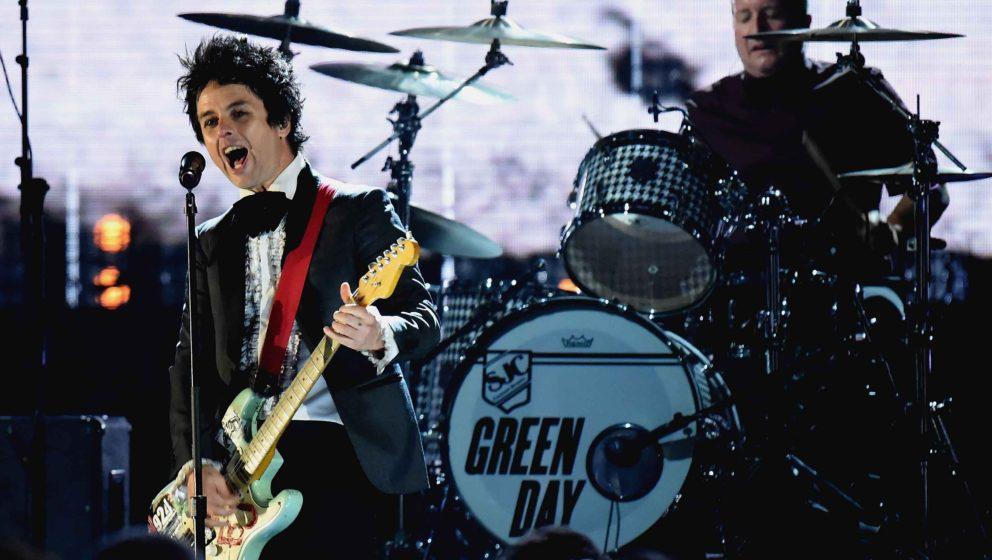 Green Day rocken bei ihrer Einführung in die Rock'n'Roll Hall Of Fame