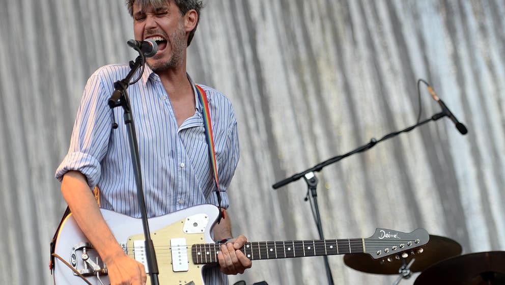 Der Sänger Dirk von Lowtzow von der deutschen Band Tocotronic spielt und singt am 10.09.2016 auf dem Musikfestival Lollapalo