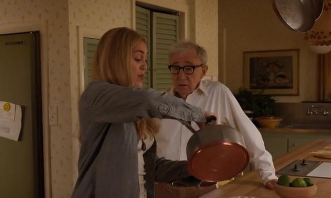 """Szene aus """"Crisis In Six Scenes"""" mit Miley Cyrus und Woody Allen"""