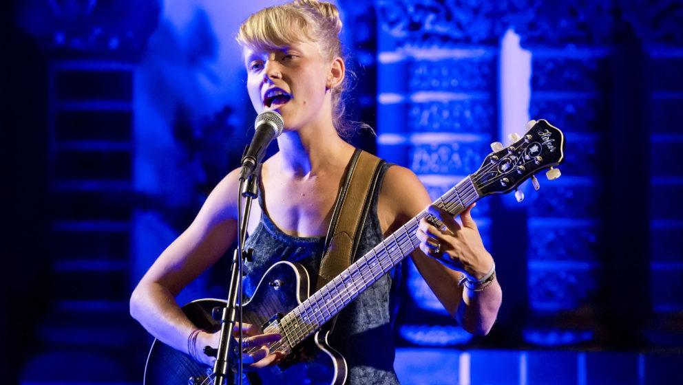 Alice Phoebe Lou bei ihrem Auftritt in Berlin 2016