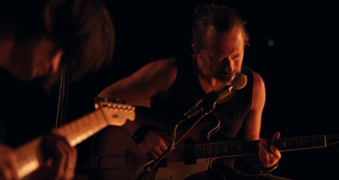 """Jonny Greenwood und Thom Yorke spielen """"Present Tense"""""""