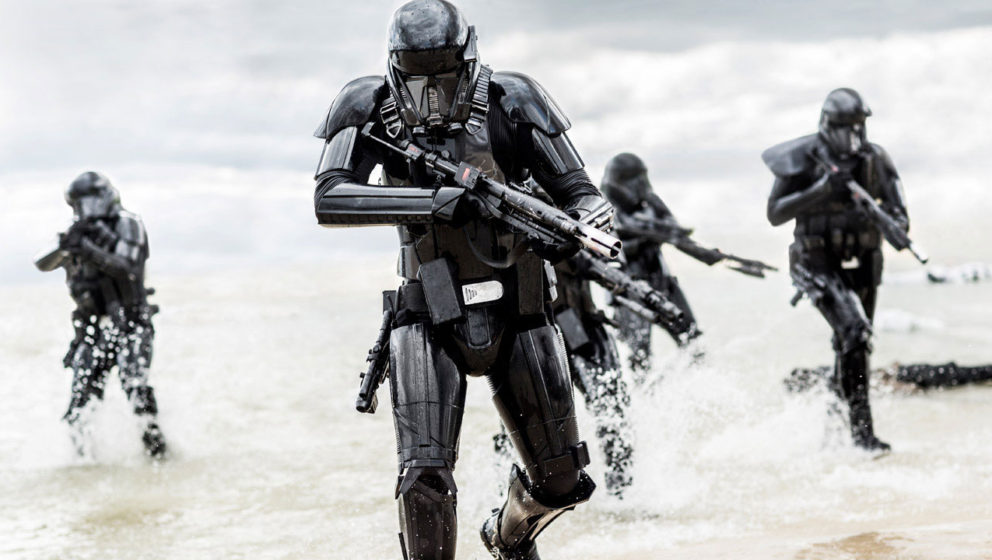 "Deathtrooper in einer Szene aus ""Rogue One: A Star Wars Story"""
